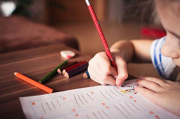 なぜ幼児期から英語教材を与える事が良いのか
